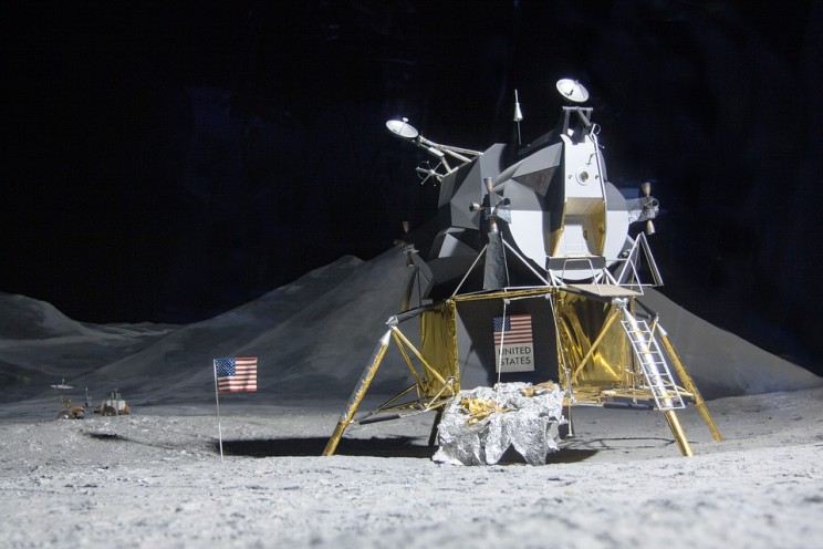 moon-landing-193761_960_720